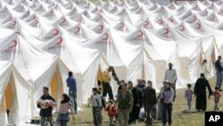 ئاوارهی نوێی سوری دهگهنه ئۆردوگایهکی پهنابهران له تورکیا، سێشهممه 14 ی شهشی 2011