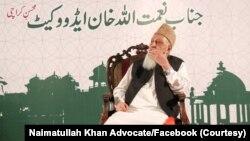 نعمت اللہ خان کا تعلق مذہبی جماعت، جماعت اسلامی سے تھا۔ سابق صدر پرویز مشرف کے دورِ حکومت میں وہ 2001 میں کراچی کے ناظم منتخب ہوئے تھے۔ (فائل فوٹو)