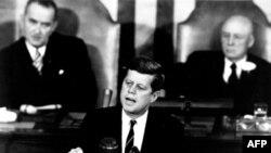 25 мая 1961 года Джон Кеннеди сделал историческое заявление о начале реализации в США проекта лунной пилотируемой программы «Аполлон»