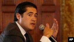El ministro de Economía de Ecuador, Richard Martínez, habla en el palacio de gobierno en Quito, la capital, el martes 10 de marzo de 2020.