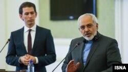 جواد ظریف وزیر خارجه ایران در نشست خبری مشترک با همتای اتریش خود در تهران، یکشنبه ۷ اردیبهشت ۱۳۹۳
