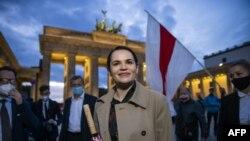 Pemimpin oposisi Belarus, Svetlana Tikhanovskaya di Brandenburg Gate, Berlin, Jerman, 5 Oktober 2020. (Foto: dok).