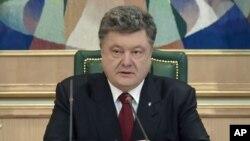 Petro Porošenko postao je ukrajinski predsednik pre godinu dana i od početka je suočen sa ruskom agresijom, ekonomskim problemima i korupcijom.