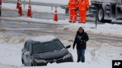 El servicio encargado de los caminos interestatales de cuota en 11 condados de Illinois, dijo que tenía 185 máquinas quitanieves listas y 84.000 toneladas de sal almacenadas para todo el invierno.