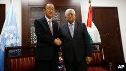 2015年10月21日约旦河西岸城市拉马拉: 巴勒斯坦权力机构主席马哈茂德·阿巴斯(右)会见联合国秘书长潘基文