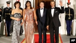 El presidente Barack Obama y su esposa, Michelle, recibieron en la Casa Blanca al primer ministro italiano, Matteo Renzi, y su esposa Agnese Landini.