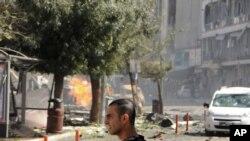 Petugas keamanan mengamankan lokasi pasca ledakan di pusat kota Van, wilayah timur negara Turki, 12 September 2016 (DHA via AP)