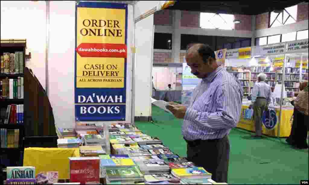 کراچی میں اس کتب میلے کی روایت کا آغاز 10 سال قبل ہوا تھا اور اپنی نوعیت کا یہ گیارہواں سالانہ میلہ ہے