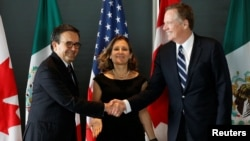 Mexico's Economy Minister Ildefonso Guajardo, left, shakes hands with U.S. Trade Representative Robert Lighthizer before the start of a trilateral meeting with Canada's Foreign Minister Chrystia Freeland during the third round of NAFTA talks in Ottawa, Ontario, Sept. 27, 2017.