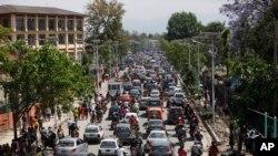 Рух на вулиці в Катманду після землетрусу у вівторок