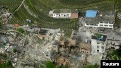 蘆山縣地震過後房屋倒塌