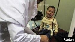 5일 파키스탄 이슬라마바드의 의료센터에서 지중해빈혈을 앓고 있는 어린이가 수혈을 받고 있다.