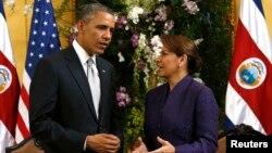 Presiden AS Barack Obama bertemu Presiden Kosta Rika, Laura Chinchilla di San Jose, Jumat (3/5).