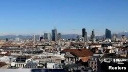 Vue sur le centre d'affaire de Milan, Italie, le 13 janvier 2016.