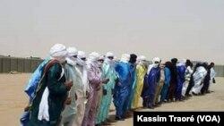 Le Premier ministre malien, Soumeylou Boubeye Maïga, en visite à Tessalit, le 22 mars 2018. (VOA/Kassim Traoré)