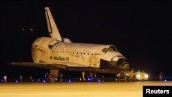 El Discovery es el tercer transbordador espacial que se sumó a la flota de cinco orbitadores que la NASA empleó para sus misiones tripuladas y carga al espacio.