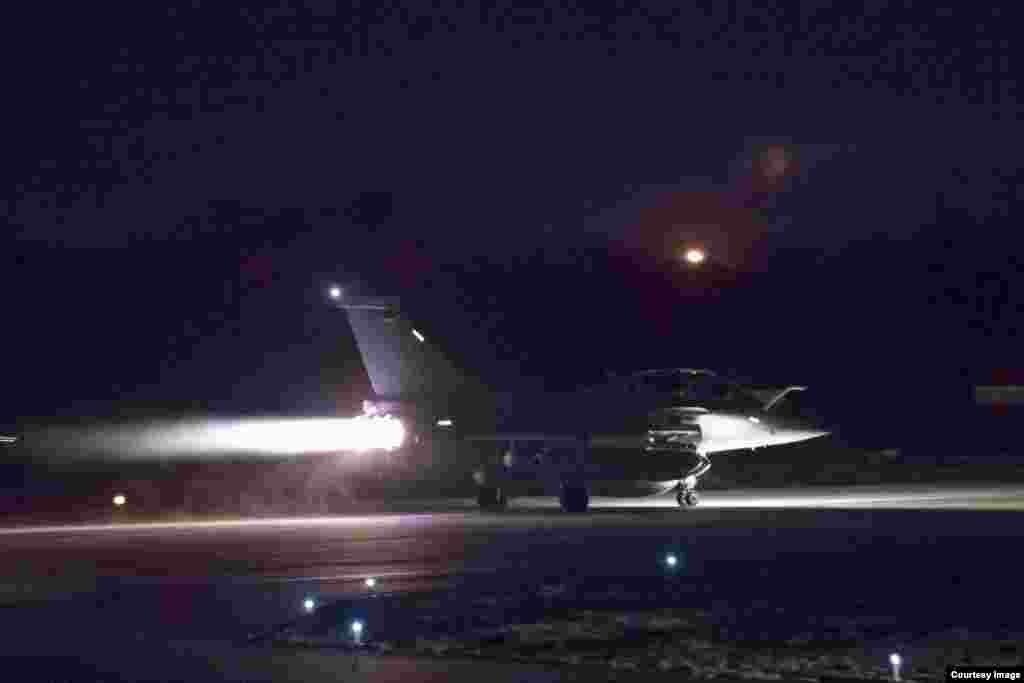 美英法联军飞机起飞打击叙利亚化武目标