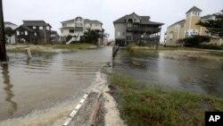 Primeras consecuencias del huracán Florence en Avon, Carolina del Norte.