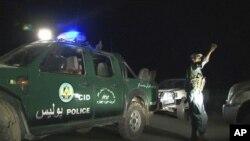 افراد مسلح پولیس شب هنگام در اطراف هوتل انترکانتیننتال کابل دیده میشوند.