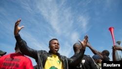 Des étudiants de l'université de Durban manifestent contre la hausse des frais d'inscription à Durban, Afrique du sud, le 29 septembre 2016.