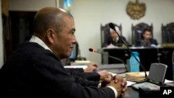 Ông Solano Barrillas lắng nghe lời khai tại phiên tòa ở Chimaltenango, Guatemala, thứ Năm 13/3/2014.