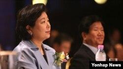 현정은 현대그룹 회장(왼쪽)이 지난 30일 서울에서 열린 정몽헌 회장 10주기 추모 학술세미나에 참석했다.