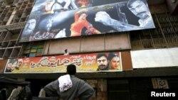 کراچی کا بمبینو سنیما جس کے برابر میں لیرک واقع تھا