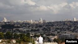 Yerusalem dilihat dari Giv'at HaMatos, daerah di selatan batas kota yang oleh Israel hendak dilakukan perluasan permukiman.