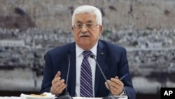 Palestinian President Mahmoud Abbas talks during a leadership meeting in Ramallah, April 1, 2014