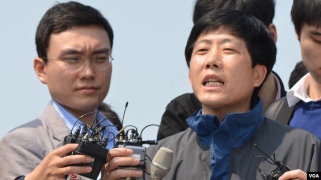 FFNK leader Park Sang-hak expresses his disappointment about his group being prevented from launching balloons towards North Korea, May 4, 3013. (R. Kalden/VOA)