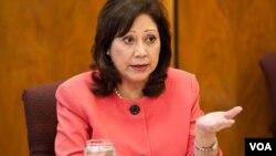 """La secretaria de Trabajo, Hilda Solís, anunció un nuevo plan """"para emplear jóvenes y adultos jóvenes con discapacidades""""."""