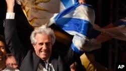 Ông Tabaré Vázquez mừng thắng lợi sau khi đắc cử tổng thống Uruguay