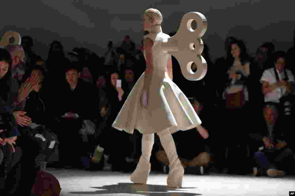 A model presents a creation of British fashion designer Gareth Pugh's ready-to-wear fall/winter 2014-2015 fashion collection presented in Paris, France.