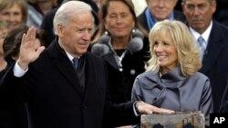 ჯო ბაიდენი ვიცე-პრეზიდენტის ფიცს დებს. ვაშინგტონი, 21 იანვარი, 2013 წ.