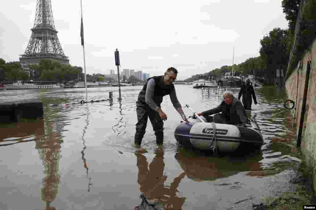فرانس کے کچھ حصوں میں بھی سیلاب کی صورت حال ہے جسے ایک صدی کے دوران شدید ترین سیلاب قراد دیا جا رہا ہے۔