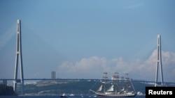 俄罗斯海参崴的金角大桥。(路透社照片)