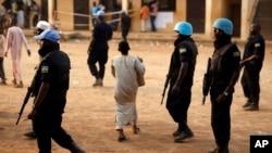 Des Casques bleus en patrouille à Bangui, République centrafricaine, le 14 février 2016.