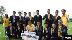 新民主同盟成為2015年香港區議會選舉大贏家,16人參選15人勝出。(美國之音湯惠芸攝)