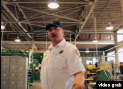 金属加工厂经理罗恩•里弗斯。(视频截图)