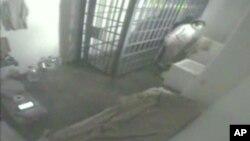"""Este video de una cámara de seguridad muestra la fuga de la prisión de Joaquín """"El Chapo"""" Guzmán, el 11 de julio de 2015."""