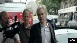 Julian Assange u Londonu, nakon izlaska iz zatvora