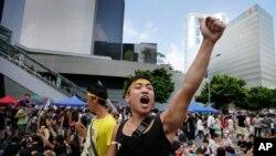 2014年10月1日香港民主示威者喊口号