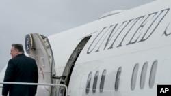 美國國務卿蓬佩奧7月6日訪問北韓前在日本登機時資料照。