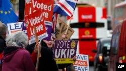 영국 런던 의회 앞에서 '브렉시트' 찬반론자들의 집회가 각각 열렸다.