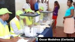 Un bureau de vote sur le petit archipel africain de Sao Tomé, le 7 août 2016 (VOA).