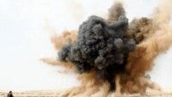 انفجار ناشی از حمله هوایی ارتش لیبی در نزدیکی شهر بريقة . ۲ مارس ۲۰۱۱