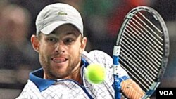 Petenis AS Andy Roddick akan berhadapan dengan rekan senegaranya, John Isner, di babak ketiga turnamen BNP Paribas.