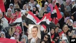Wafuasi wa Rais Bashar al-Assad wa Syria wakiandamana katika mji wa kaskazini wa Aleppo, March 27, 2011