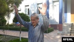 Uzbek journalist Bobomurod Abdullayev was cleared of conspiring against the government and released from detention, Tashkent, May 7, 2018.