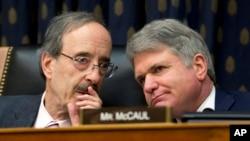 Dân biểu Michael McCaul (phải) là thành viên cao cấp của phe Cộng hòa trong Ủy ban Đối ngoại Hạ viện Hoa Kỳ.